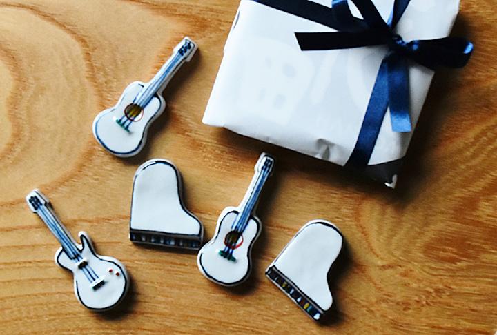 小さなギフトに、楽器の箸置。