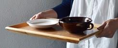 折敷・トレイのある食卓