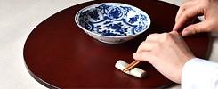 折敷のある食卓