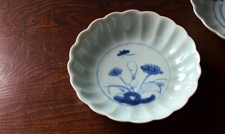 菊に蝶文輪花5.5寸鉢