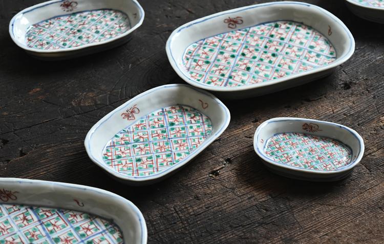 26 色絵染付小判形皿小