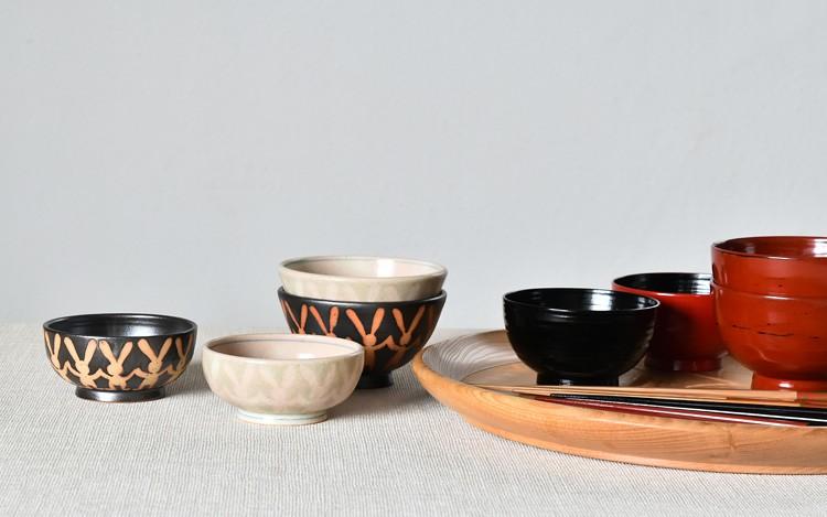 釉抜きうさぎ並び飯碗(黒釉)