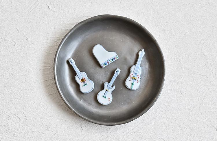 ピアノ、バイオリン、ギターの箸置き
