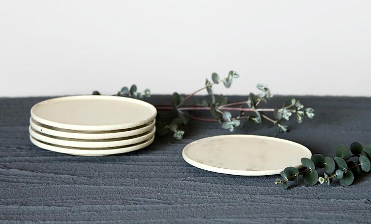 灰釉折縁4寸皿