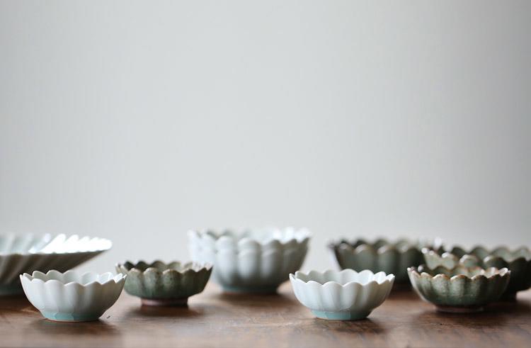白灰釉輪花鉢(小)