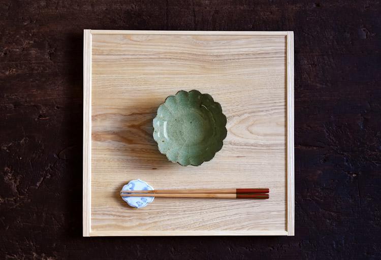 青灰釉輪花鉢(中)
