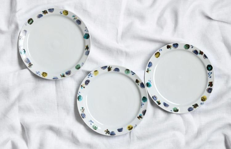 7寸皿 色絵印判ガーベラ