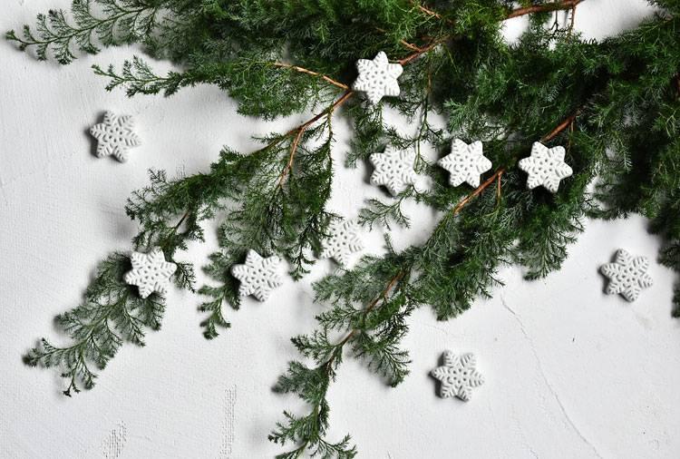 白磁箸置 雪