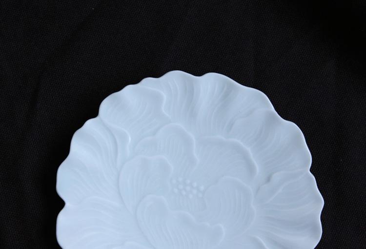 6 白磁花形皿(牡丹)