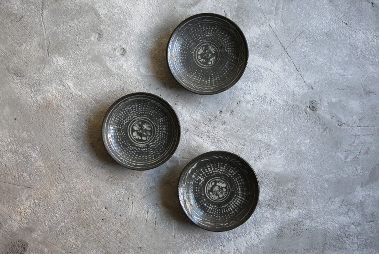 28 三島小皿(薪)
