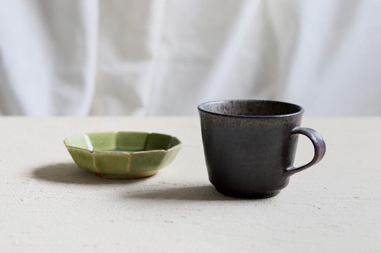 炭化灰泥鉄彩マグカップ