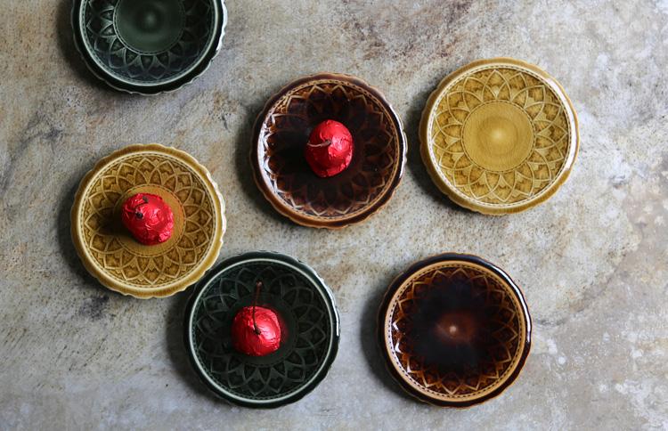 17 褐釉釉象嵌リンカ皿