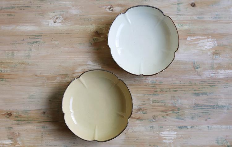 白磁縁鉄五弁6.5寸鉢