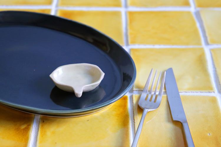 白磁レシュフリット豆皿