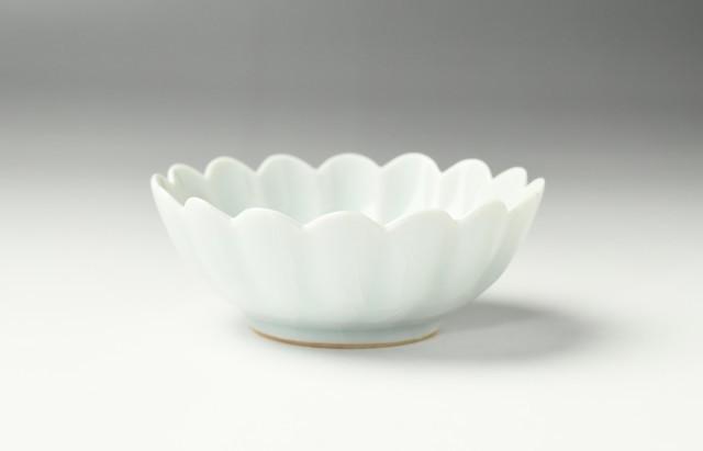 白灰釉輪花鉢(中)